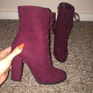 Carlos Santana size 6 cranberry suede tied boots
